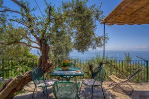 Casa in collina tra gli ulivi di Sori, Liguria
