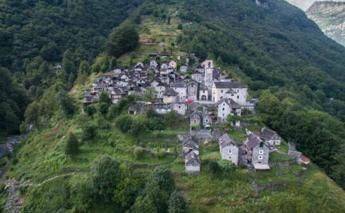 Canton Ticino: immagine del villaggio di Corippo, albergo diffuso. Via comunicato stampa.