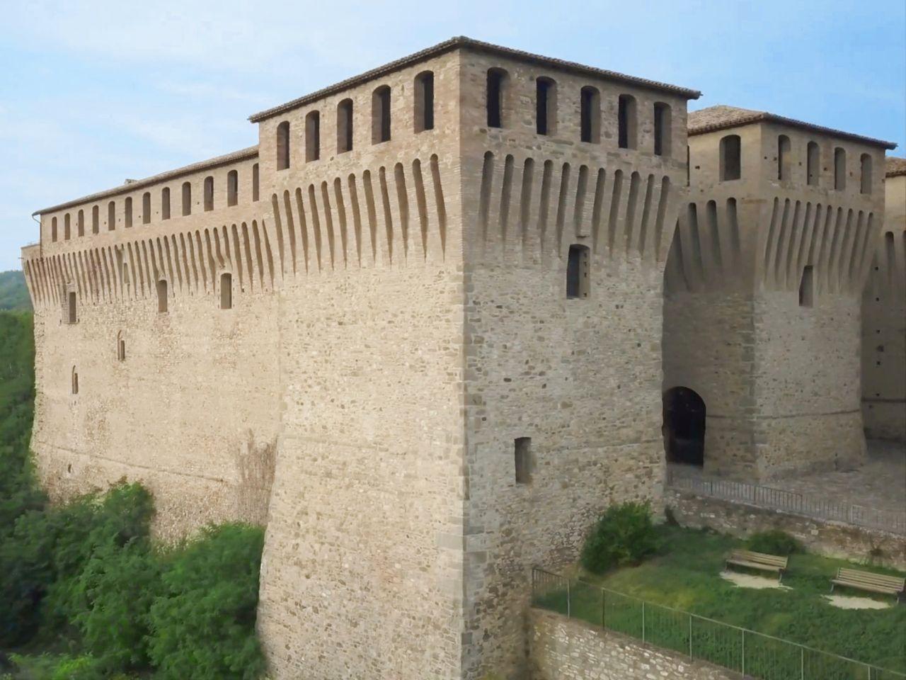 Circuito Castelli del Ducato. Primavera 2021. Castello di Varano, mastio. (via Castelli del Ducato).