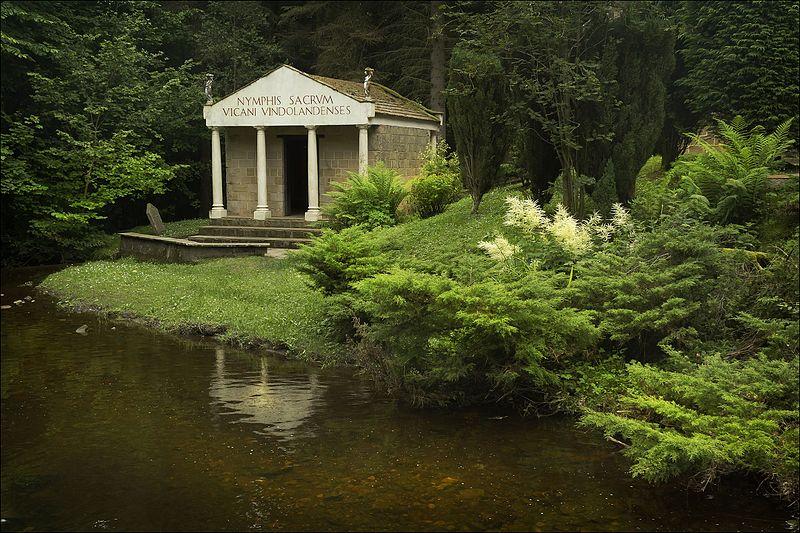 Archeologia Gran Bretagna. Tempio nei pressi di Vindolanda. Via Wikimedia Commons.
