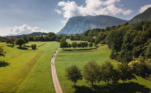 Montagna e distesa di prato. Orme 2020_ph.Fai Vacanze. Prodotti tipici del Trentino