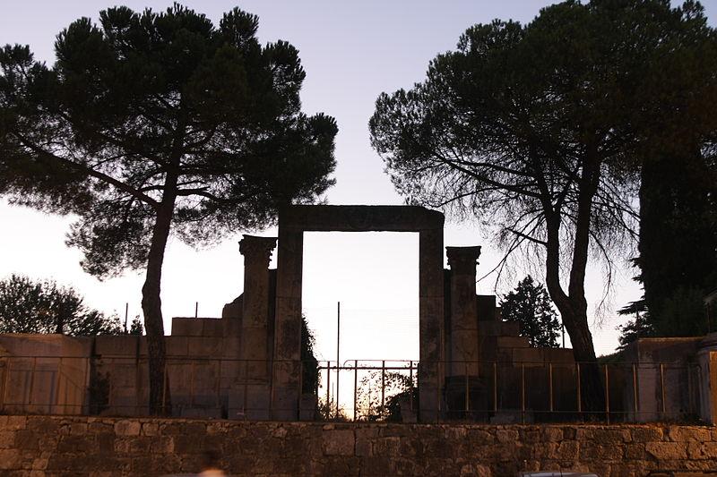 Archeoclub Press Tour: Acropoli di Ferentino, sito di archeologia al tramonto. Via Wikimedia Commons.
