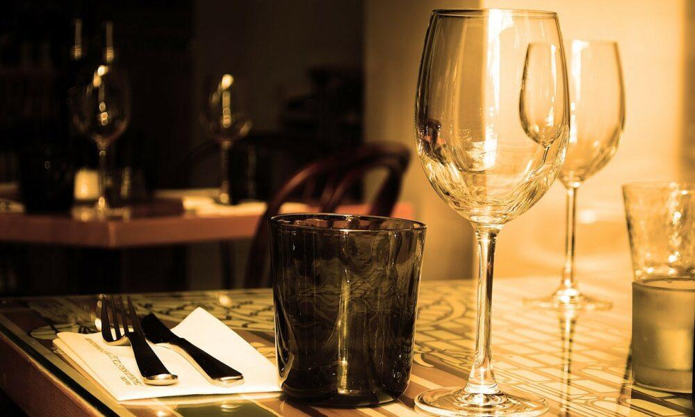 Esperienze culinarie, tavola apparecchiata