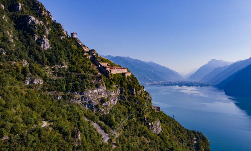 Brescia in primavera. Lago d'Iseo e Rocca d'Anfo. Via Visit Brescia.
