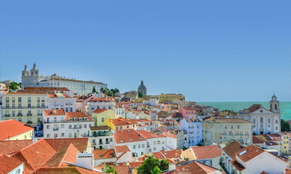 Lisbona città dei sette colli. Via Portugal Fixers.
