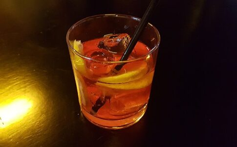 Negroni, cocktail originario di Firenze. Via Wikimedia Commons.
