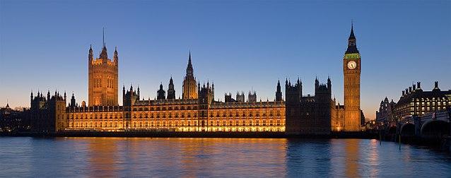 Westminster dal Tamigi. Via Wikimedia Commons.