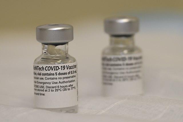 Vaccino Pfizer, fra quelli approvati per ingresso in Thailandia. Via Wikimedia Commons