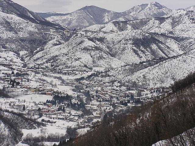Inverno a Vallio innevata, dove sorgono le terme. Via Wikimedia Commons.