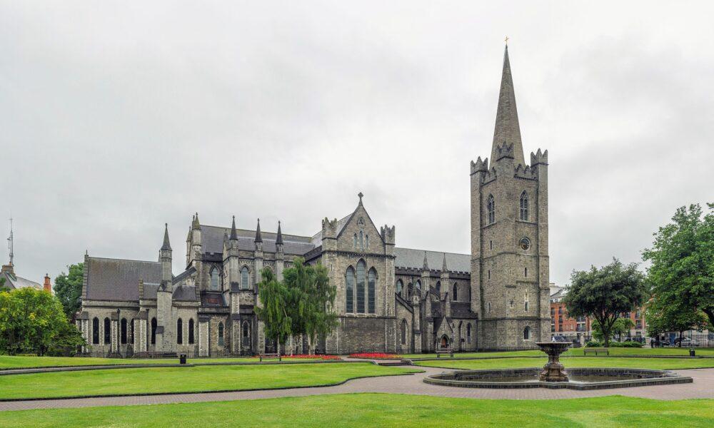 Podcast storie d'Irlanda. La cattedrale di Saint Patrick a Dublino. Via Wikimedia Commons.
