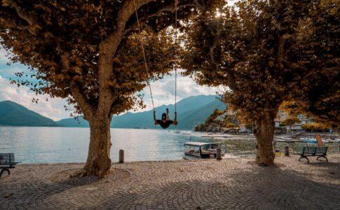 Swing the World. Altalena panoramica ad Ascona. Via Ticino Turismo.