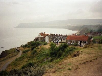 Villaggio di Robin Hood's Bay, via Wikimedia Commons.