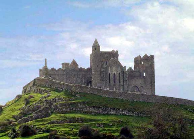 Rock of Cashel, Irlanda orientale. Via Wikimedia Commons.