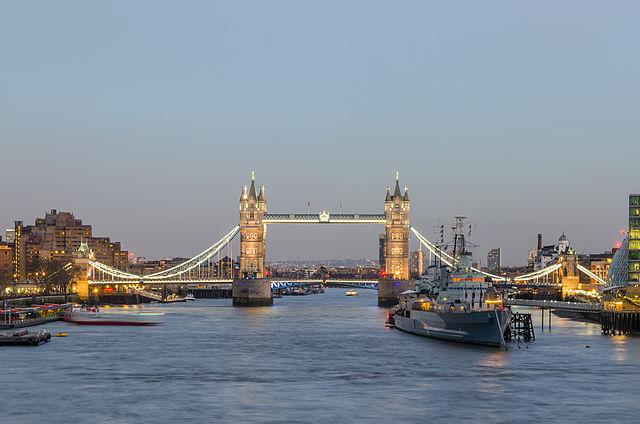 Tower Bridge a Londra, sul Tamigi. Via Wikimedia Commons.