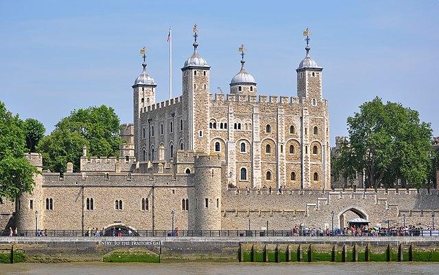 Torre di Londra dal Tamigi. Via Wikimedia Commons.