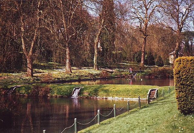 Giardini del castello di St. FAgans. Via Wikimedia Commons.