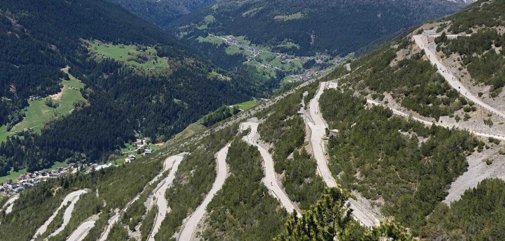 Bici in Valtellina. Tornanti del Cancano, via Valtellina.it.