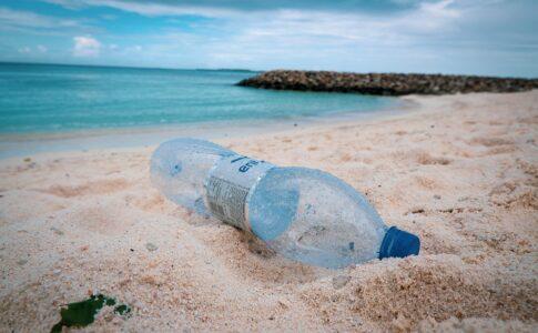 Viaggiare plastic free, plastica mare