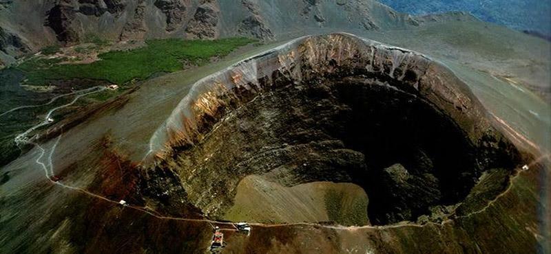 Cratere del Vesuvio Fonte: inCampania