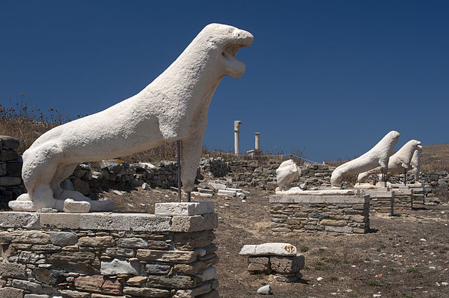 Terrazza dei Leoni a Delos. Via Wikimedia Commons.