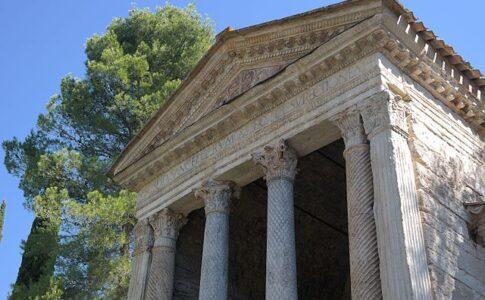 Tempietto del Clitunno. Via Wikimedia Commons.