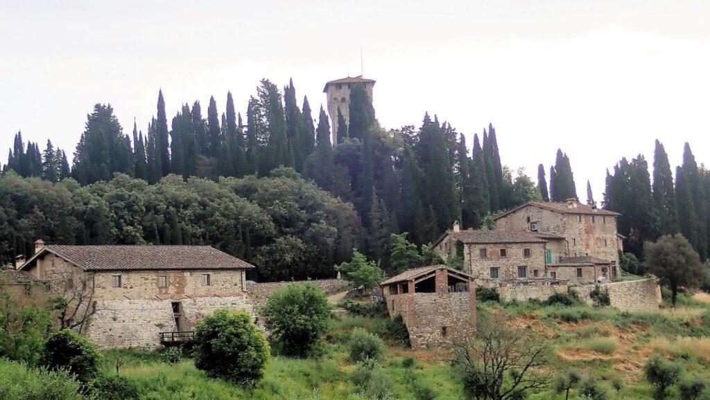 Castello di Trebbio dalla Via degli Dei (ph. Laura Marina Mandelli).