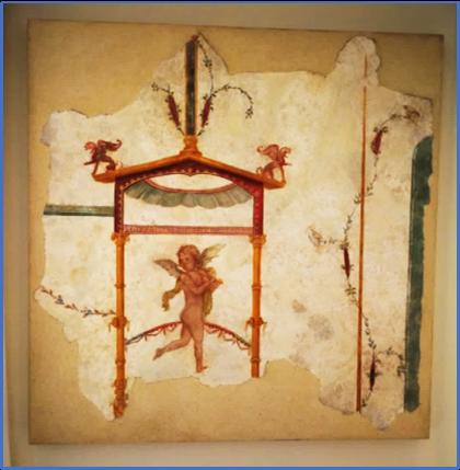 Frammento di affresco con padiglione coronato da elementi vegetali e tetto a doppia falda decorato da grifi; al centro del padiglione amorino nudo in atto di suonare il flauto traverso. Probabile provenienza dall'ambiente 12 di Villa Arianna.