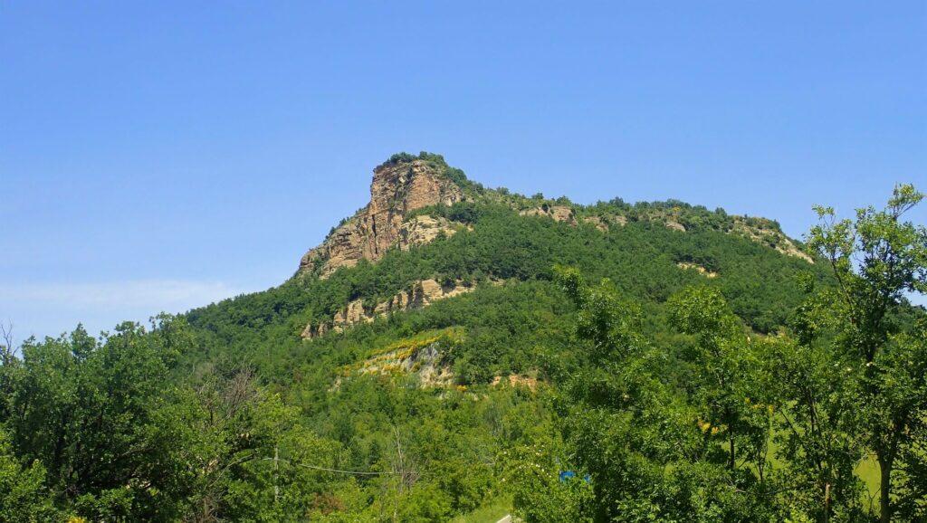 Il Monte Adone da Brento. Ph. Laura Marina Mandelli.