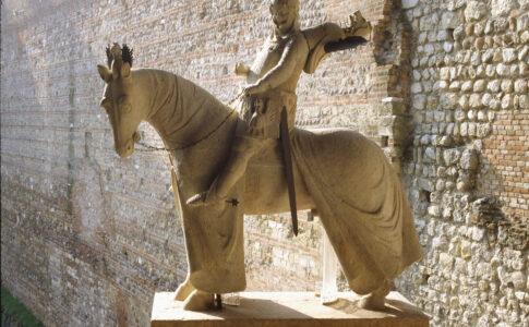 Verona, Dall'Arca di Cangrande della Scala: originale della statua equestre di Cangrande ora a Castelvecchio – Foto di Umberto Tomba. Via Studio ESSECI.