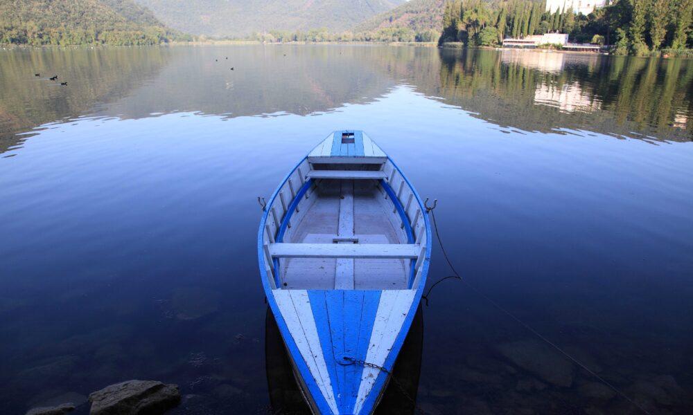 Canottaggio al lago di Piediluco. Via Umbria Tourism.