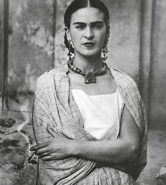 GUILLERMO KAHLO Frida Messico, 1932 Stampa al platino/palladio