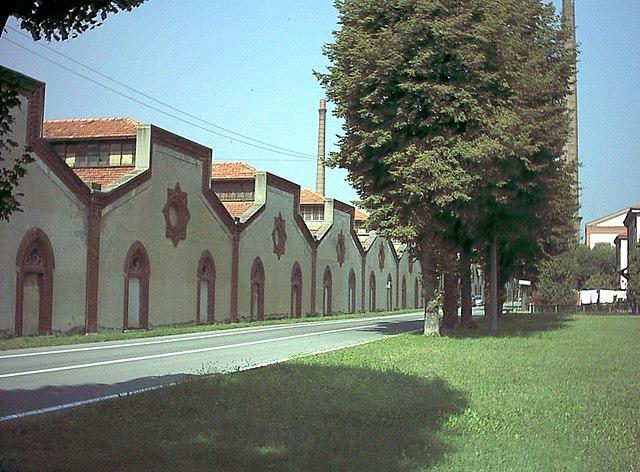 crespi d'adda via wikimedia commons