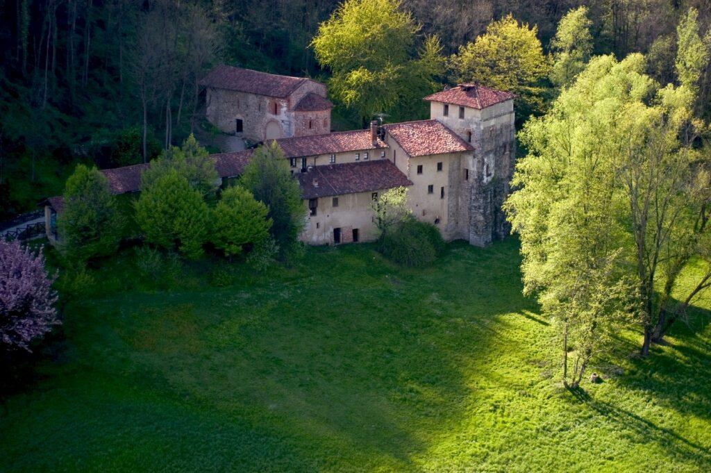 Monastero di Torba, Foto Giorgio Majno, 2005 © FAI - FAI Fondo Ambiente Italiano