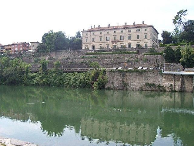 vaprio d'adda villa melzi via wikimedia commons