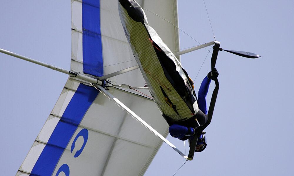 Parapendio Fonte: Associazione Nazionale Italiana Volo Libero il volo in deltaplano e parapendio