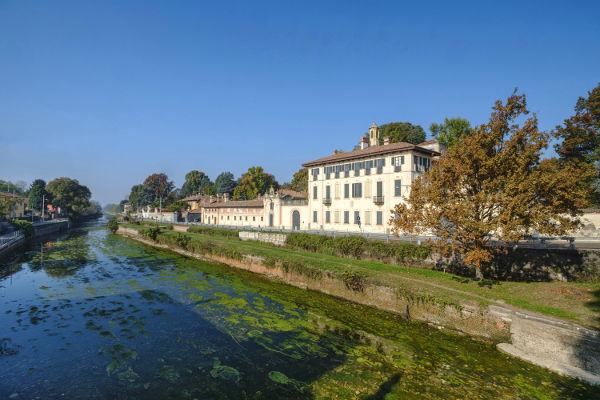 Cassinetta di Lugagnano (MI). Via inLombardia.