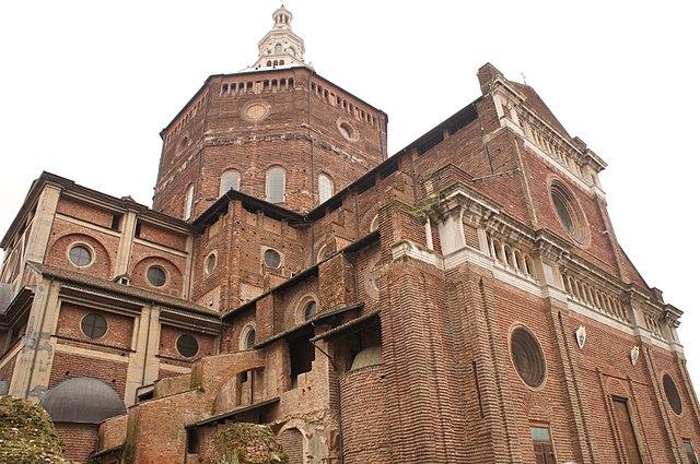 Esterni del Duomo di Pavia. Via Wikimedia Commons.
