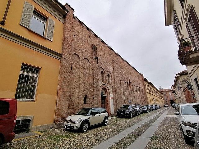 San Felice: la PAvia longobarda integrata nella contemporaneità. Via Wikimedia COmmons.