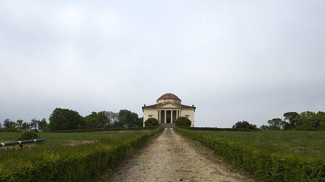 Villa Rocca Pisani a Lonigo. Via Wikimedia Commons.