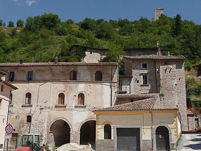 Il centro storico di Visso. Via Wikimedia Commons.