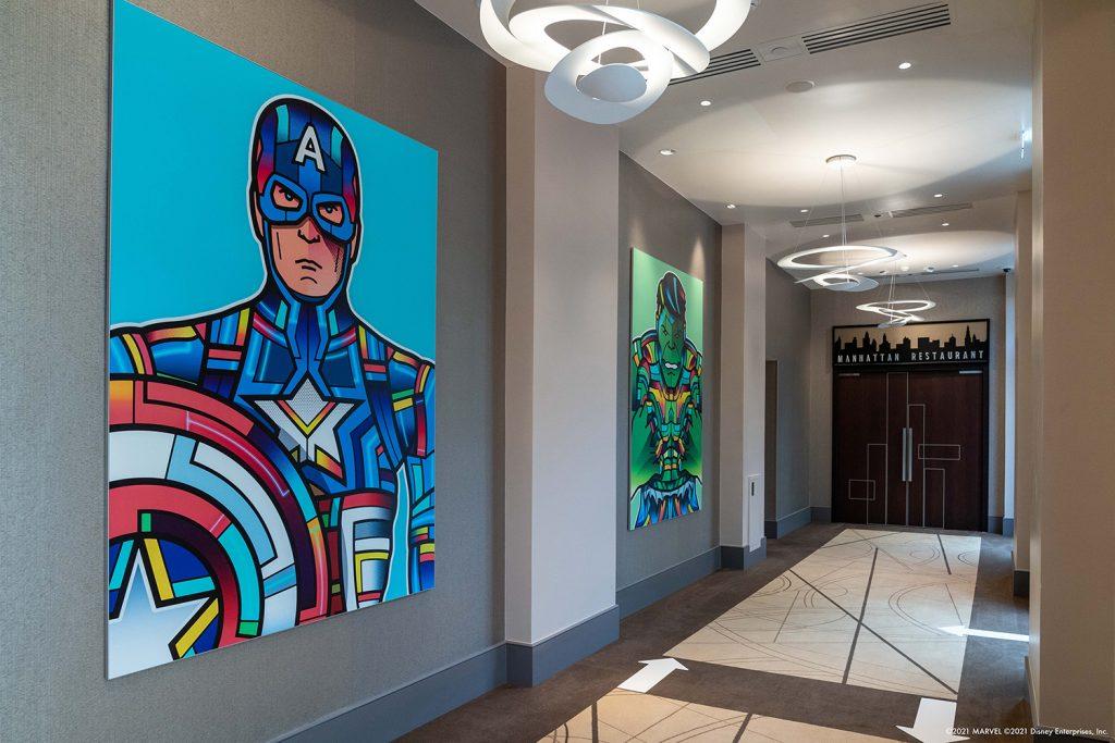 Algunas de las obras presentadas en la exposición están inspiradas en personajes de Marvel.  Via Disneyland Paris.