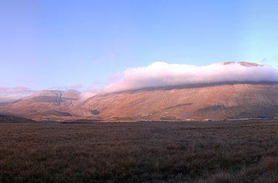 monti sibillini castelluccio di norcia monte vettore via wikimedia commons