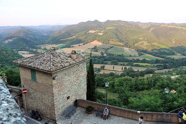 Panorama da Montone. Via Wikimedia Commons.
