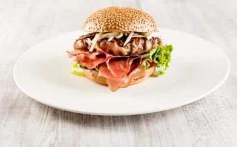 Hamburger con Speck Alto Adige